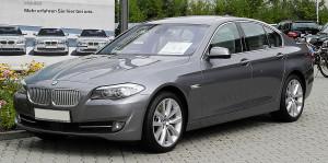 1280px-BMW_550i_(F10)_–_Frontansicht_(2),_17._Juli_2011,_Mettmann